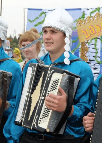 Детский ансамбль баянистов «Кнопочки баянные» на районном празднике урожая «Золотой колос»