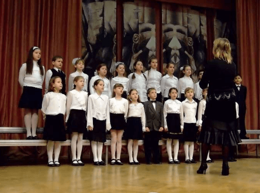 Учитель музыки - дирижер.
