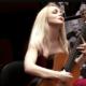 Пение под гитару: от приятного времяпровождения к серьезным успехам