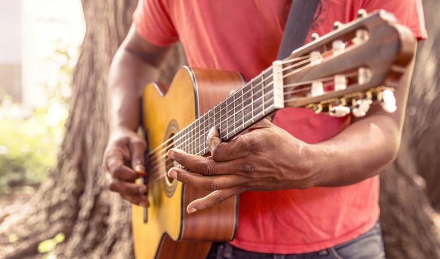 Образовательная и медицинская значимость музыкальной терапии в работе с подростками и молодежью.