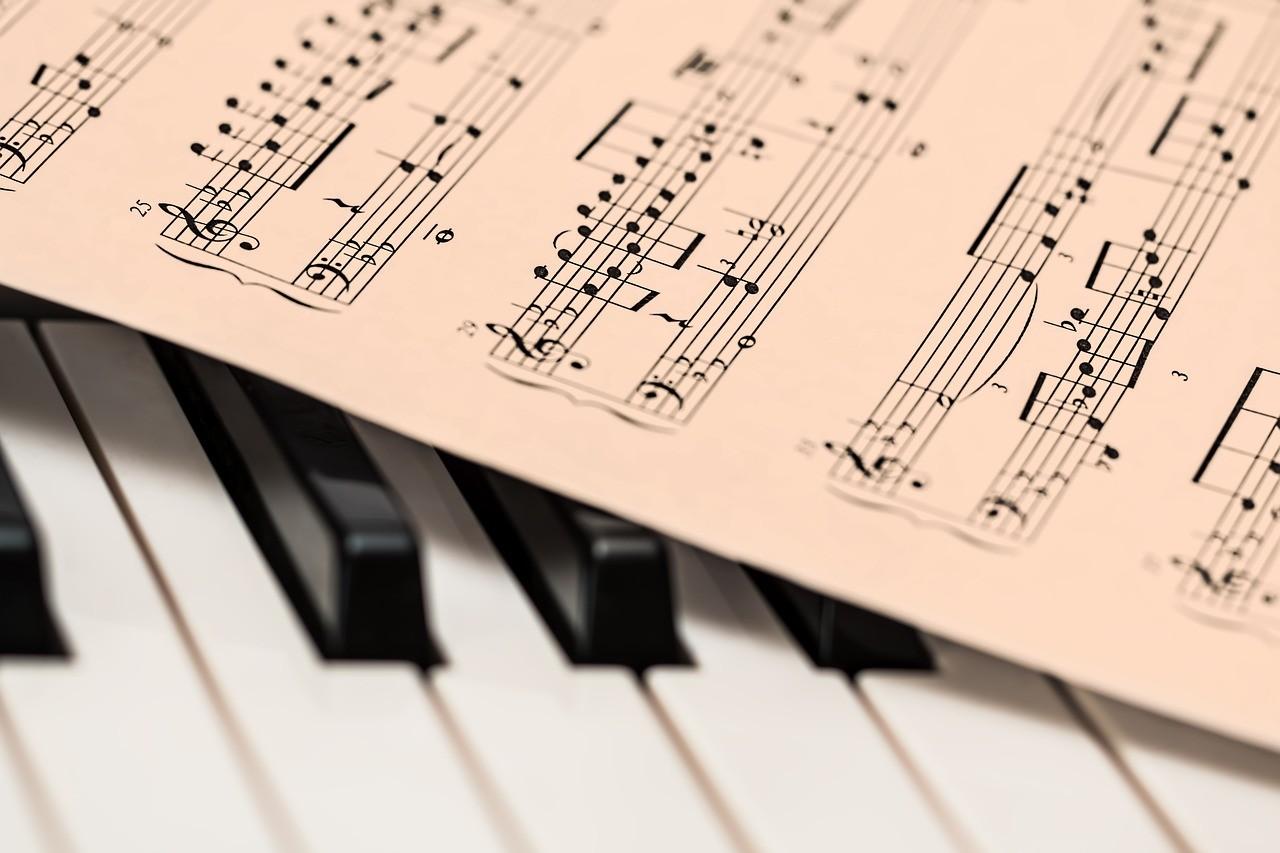 Самостоятельно научиться играть на фортепиано  может каждый
