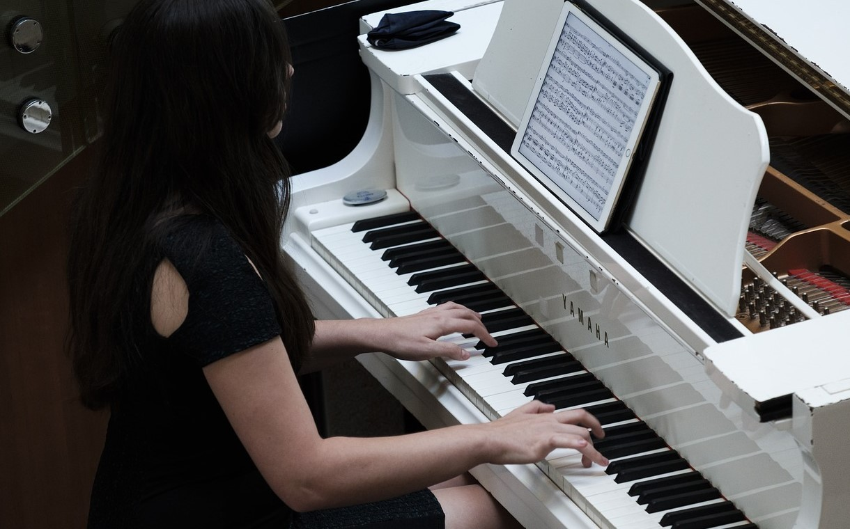 Обучение игре на инструменте.  Организация самостоятельных занятий